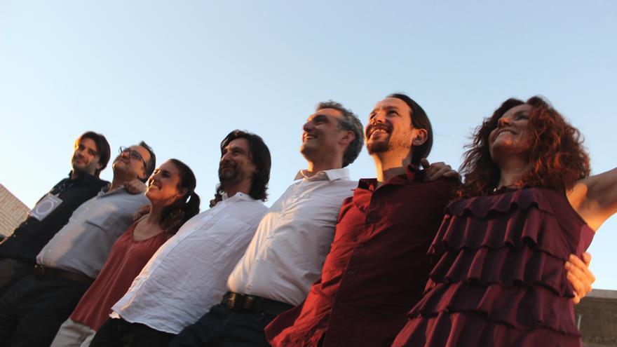 Javier Sánchez, Toni Carrasco, Irene Montero, Rafael Mayoral, Óscar Urralburu, Pablo Iglesias y Mª Ángeles García en el acto de Podemos / PSS