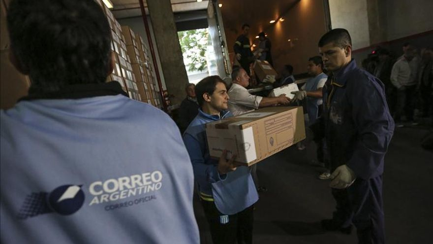 Comenzó en Argentina la distribución de urnas electorales para la segunda vuelta