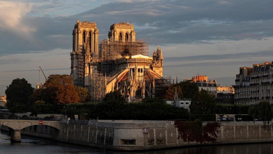 """Notre Dame"" de Ken Follet, un canto de amor a la catedral francesa"