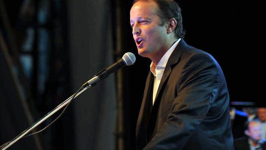 "La farándula viste de ""rosa"" la batalla electoral argentina"