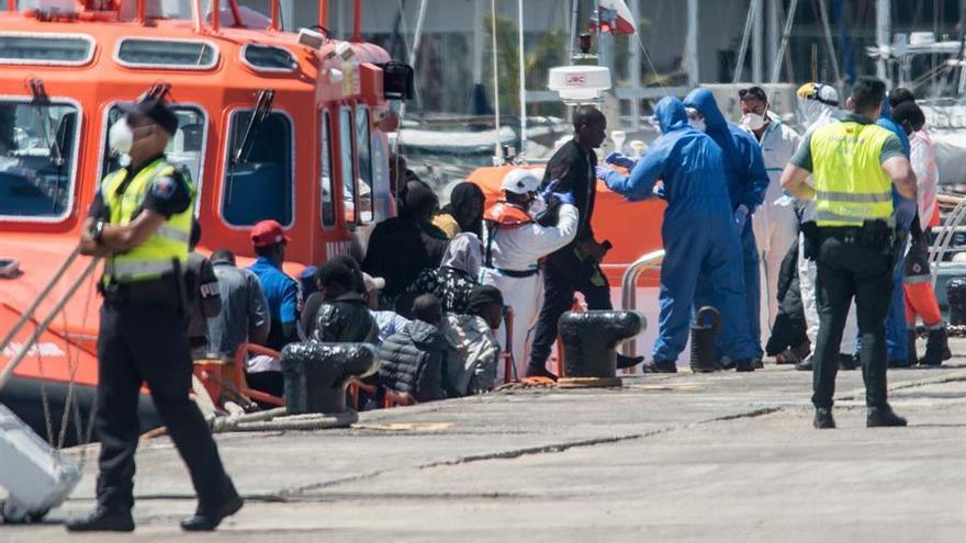 Salvamento Marítimo rescata una patera con 47 personas a bordo en la costa de Lanzarote