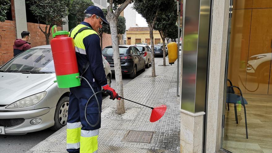 Beniel inicia una campaña de limpieza contra los orines de mascotas con una novedosa técnica