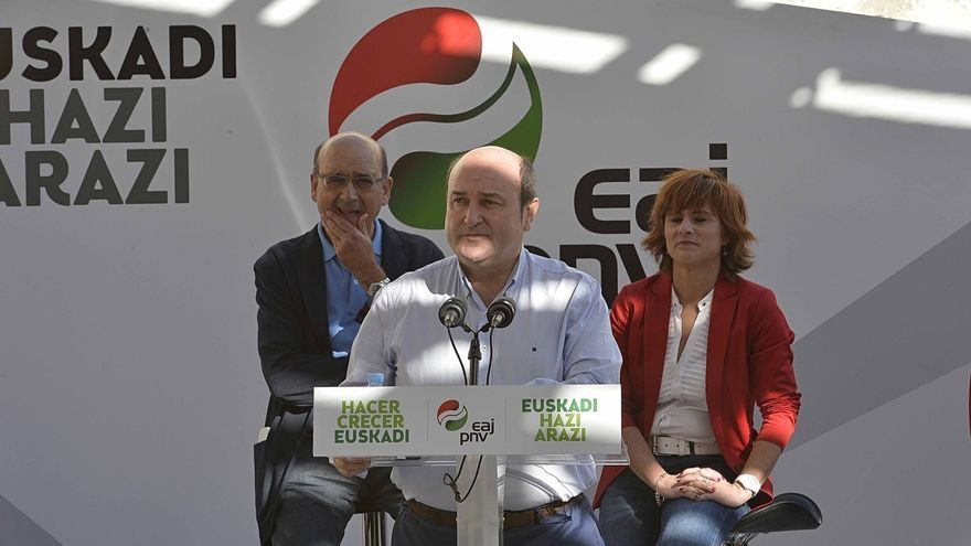 """PNV denuncia el """"cinismo"""" del PP al festejar la Constitución en la Casa de Juntas mientras """"pisotea"""" el Estatuto"""