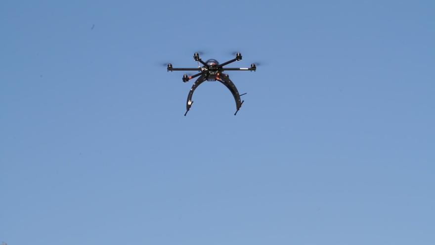 """Vuelo del modelo """"hexacopter"""" de los drones fabricados por AZOR S.L."""