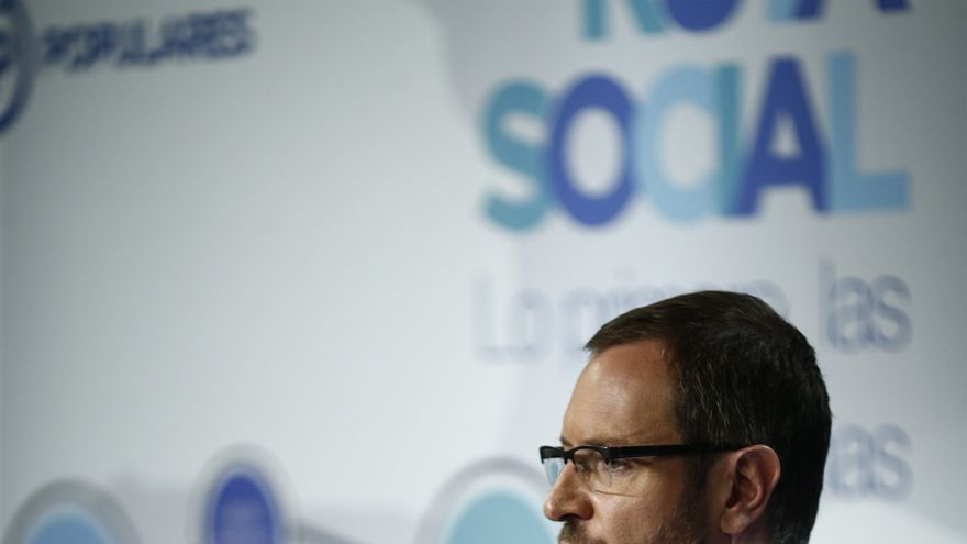 """Maroto dice que tiene la cabeza """"un poco mareada"""" con el asunto de la asistencia de Rajoy a su boda"""