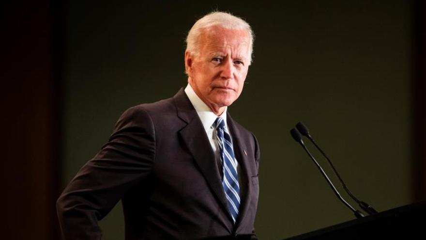 Una segunda mujer acusa al ex vicepresidente de EE.UU. Biden de tocamientos