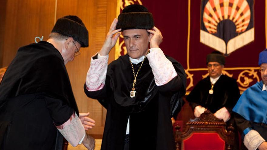 Gómez Villamandos, durante su toma de posesión como rector de la Universidad.   MADERO CUBERO