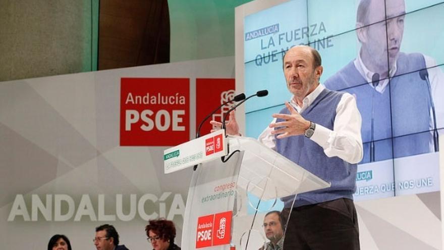 Pérez Rubalcaba imparte en la Universidad de Granada la conferencia 'Contribución de la química a la política'