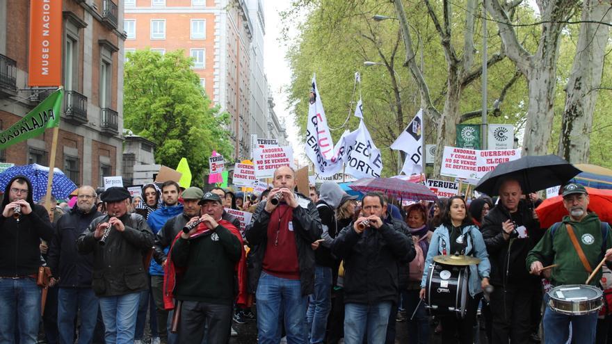 Dulzaineros de Guadalajara durante la marcha FOTO: Raquel Gamo
