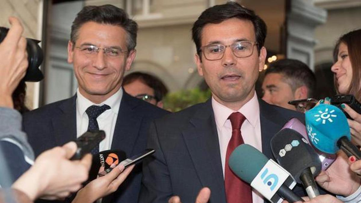 Luis Salvador llamó a la dirección nacional del PSOE, a través de un intermediario, para pedir que no le hagan una moción de censura