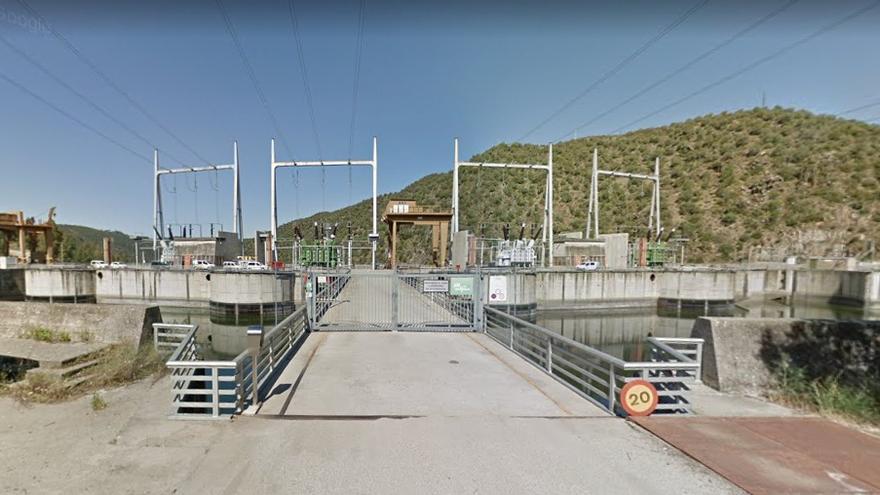 El puente que discurre entre Cedillo (Cáceres) y Montalvao (Portugal) es propiedad de una central hidroeléctrica de Iberdrola