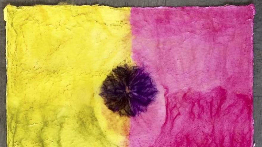 """Mónica Ridruejo juega con el papel y el color en la muestra """"Happy Desert"""""""