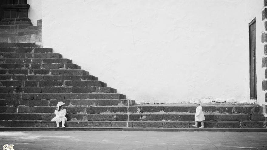 Título: ¿Jugamos?. Segundo premio  VI Concurso de Fotografía de Indianos 2016.  Autora: JUDIT PONCE.