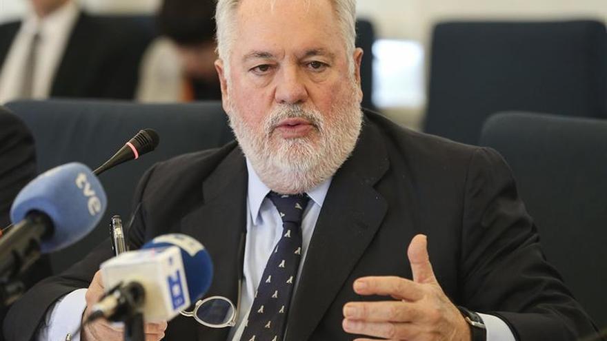 """Arias Cañete avisa de un """"momento crítico"""" que exige el liderazgo de la UE y China"""