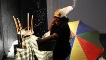 """La española Sonia Carmona, en la presentación de la obra """"De profunda digntitatis"""" en Budapest, en el festival """"Héroes Romaníes"""" de 2018, una de las piezas que se retransmitirán online ahora durante la edición del único festival internacional de teatro gitano del mundo, que este año se desarrolla de forma virtual debido a la pandemia."""