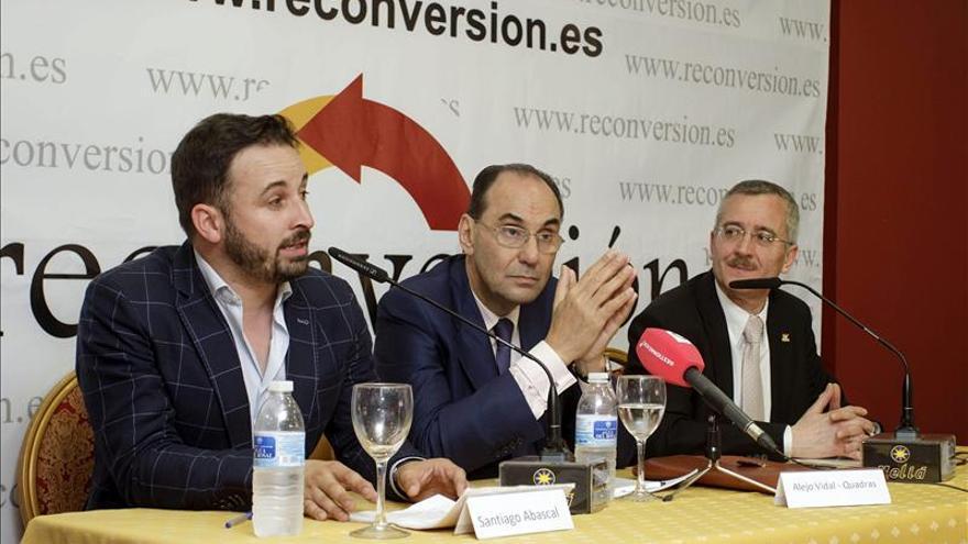 Santiago Abascal, Alejo Vidal-Quadras y José Antonio Ortega Lara, en la presentación de la Asociación Reconversión. / Efe