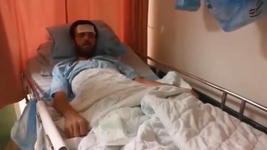 Captura del vídeo en el que se ve el débil estado de salud del periodista palestino, Mohamed al-Qiq, en huelga de hambre por su detención por Israel.