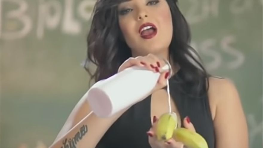Captura del vídeo de la cantante Shima por el que ha sido condenada a dos años de cárcel.