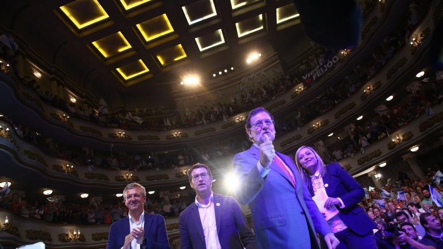 Rajoy y Feijóo en el mitin de cierre de campaña de las autonómicas gallegas en Vigo