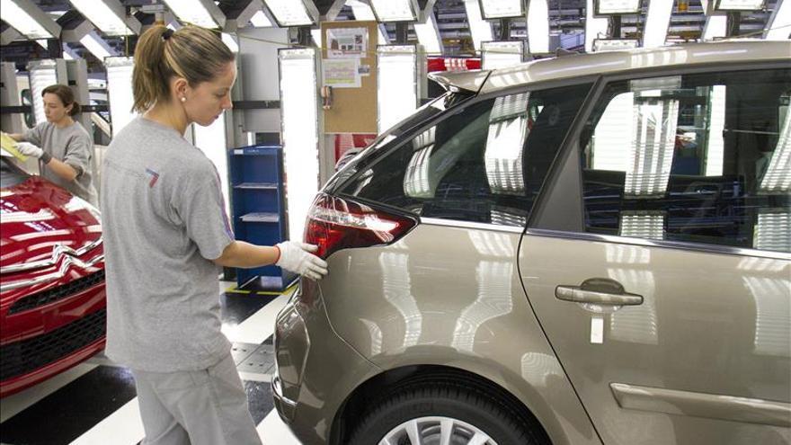 PSA Peugeot Citroën reduce sus pérdidas hasta 555 millones de euros en 2014