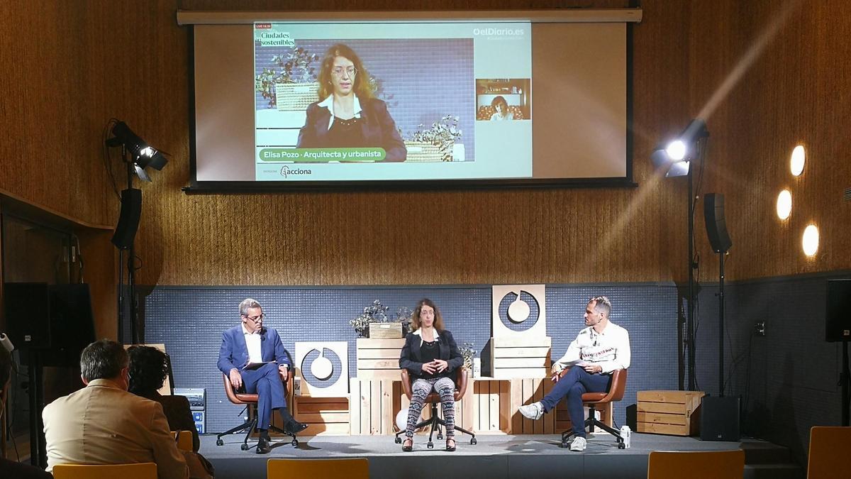 Antonio Roig, Elisa Pozo y Raúl Rejón durante la charla 'Ciudades sostenibles'