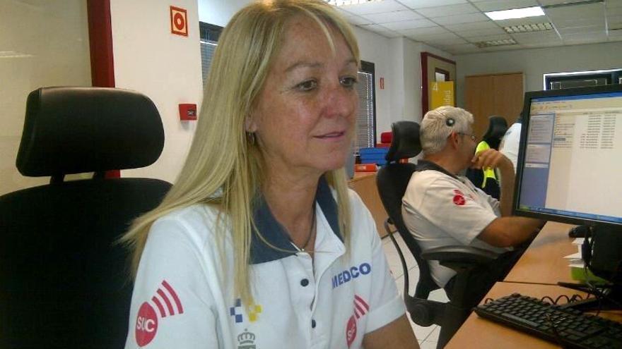 La médico coordinadora del Servicio de Urgencias Canario (SUC), Sonia García, ayudó mediante teleasistencia a resolver el atragantamiento de una mujer de 70 años mientras comía en su domicilio de Cardones.
