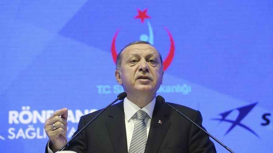 Erdogan dice que Turquía no puede liberar a detenidos si Alemania los acoge
