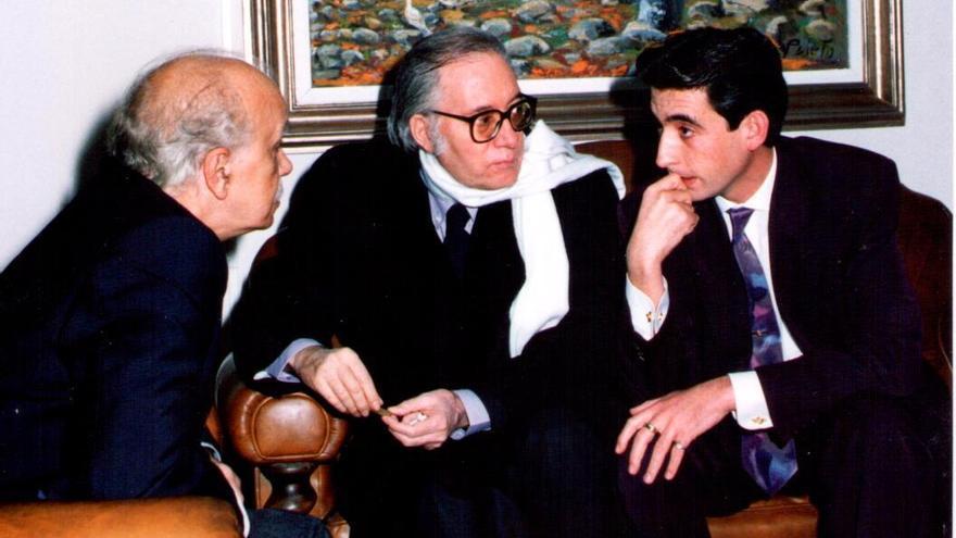 Paco Nieva con Jesús Martín en la presentación de sus obras completas en 1991