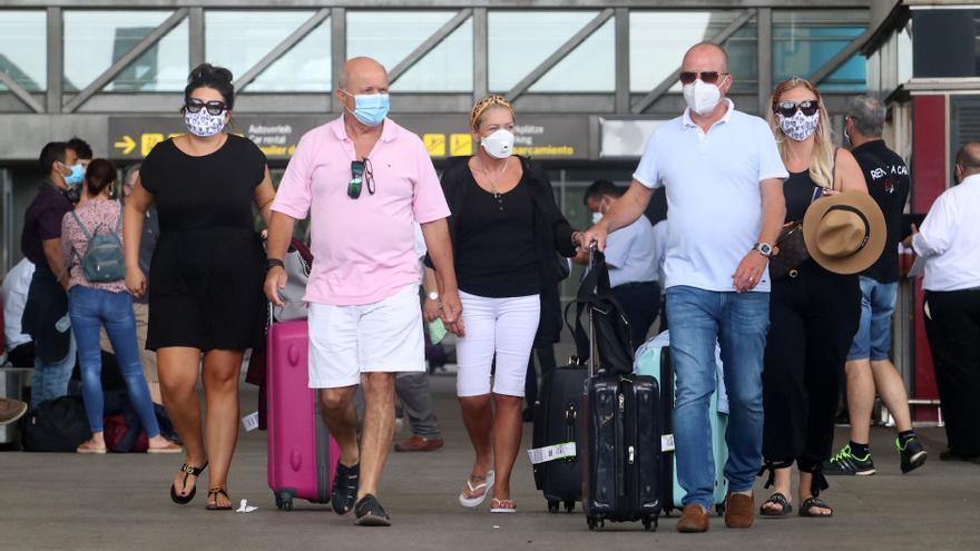 Llegadas de británicos al aeropuerto de Málaga este lunes, después de que Reino Unido imponga una cuarentena a todos los viajeros procedentes de España.