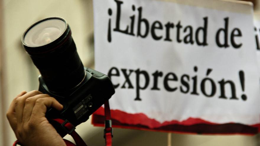 Concentración de fotógrafos por la detención de un compañero (septiembre de 2010 / Juan Luis Sánchez)