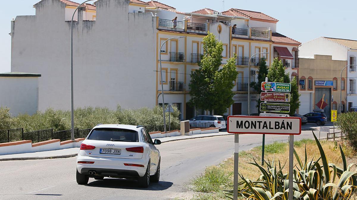 Entrada a la localidad de Montalbán de Córdoba.