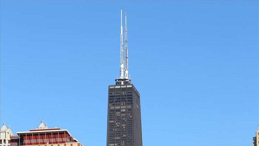 Cinco heridos en un incendio en un icónico rascacielos de Chicago