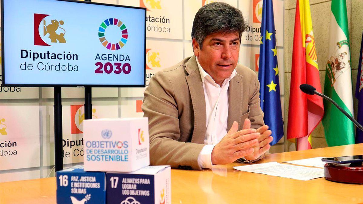 Rafael Llamas en una rueda de prensa en la Diputación.
