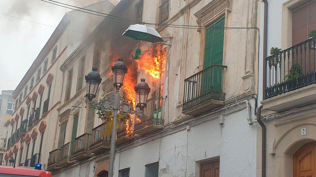 Incendio en una vivienda de la calle Amador de los Ríos en Baena.