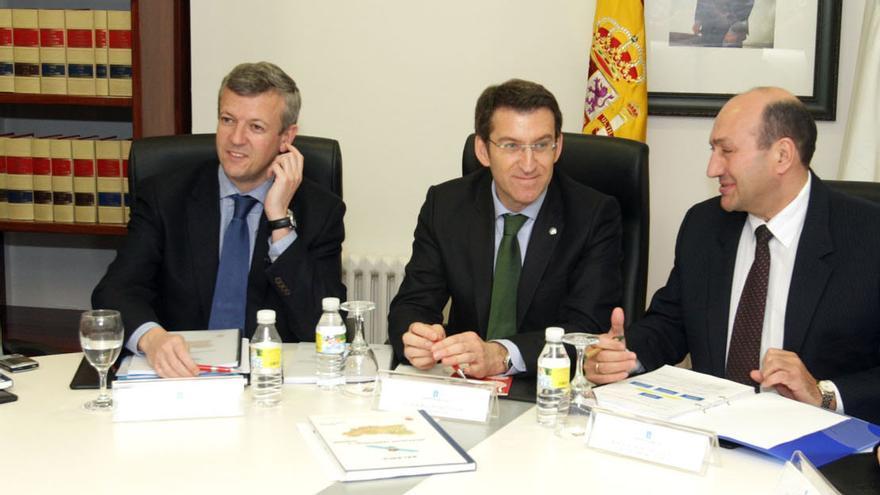 Rogelio Martínez, a la derecha, con Feijóo cando era el delgado de la Xunta en Ourense, de 2009 a 2015