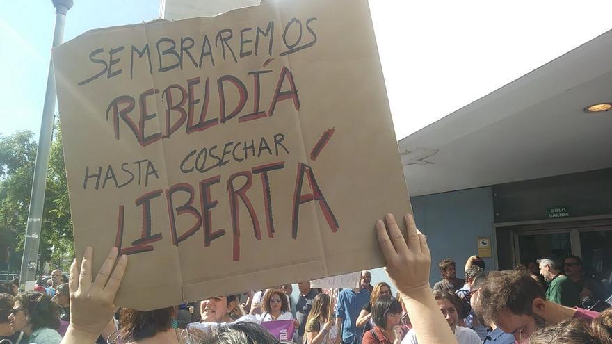 Manifestación de apoyo a las acusadas por la procesión del coño insumiso