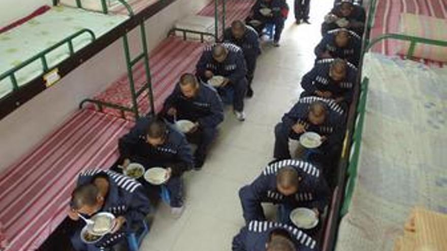 Condenan a tres años de cárcel a un disidente crítico con la gestión del Gobierno chino