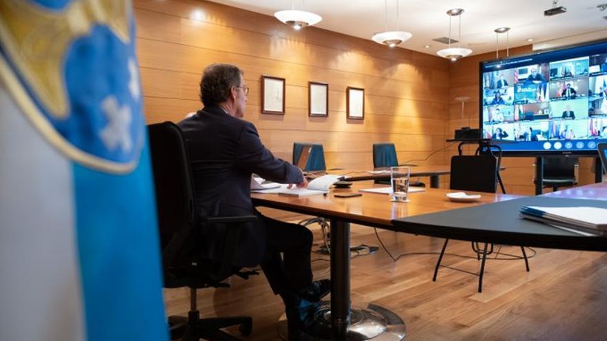 Feijóo participó en la reunión por videoconferencia con el presidente del Gobierno.