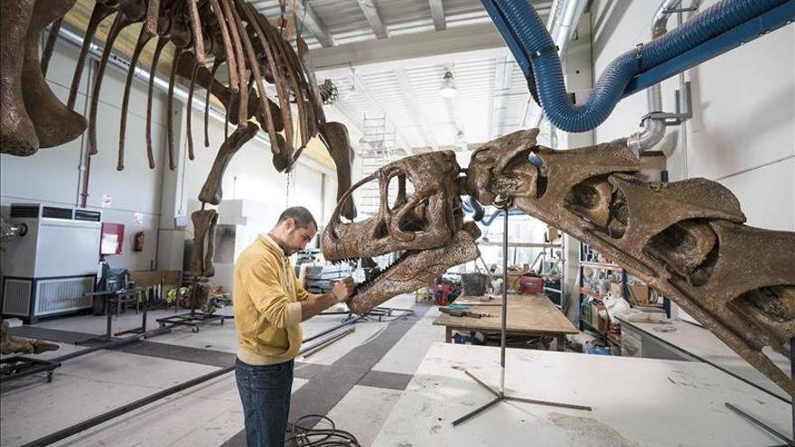 Los escultores de dinosaurios se forman en Teruel