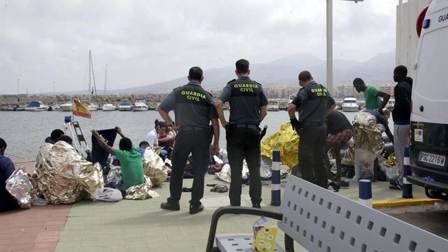 Rescatados en Melilla 24 inmigrantes tras el naufragio de una patera