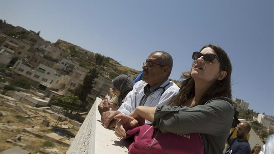 """Oltra en Palestina quiere devolver """"el prestigio"""" a la cooperación valenciana"""