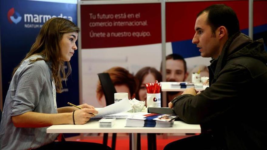 Los trabajadores buscan cambiar su empleo ante la incipiente mejora del mercado
