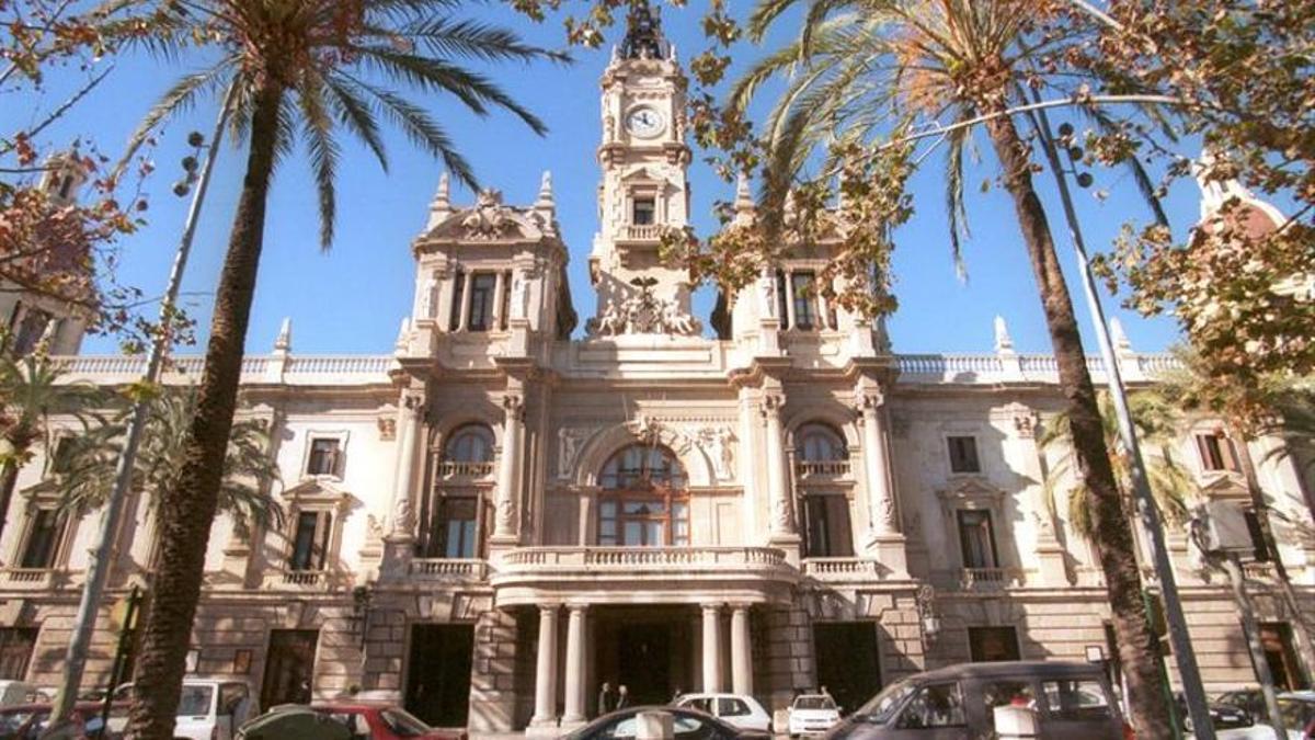 Fachada principal del Ayuntamiento de Valencia.