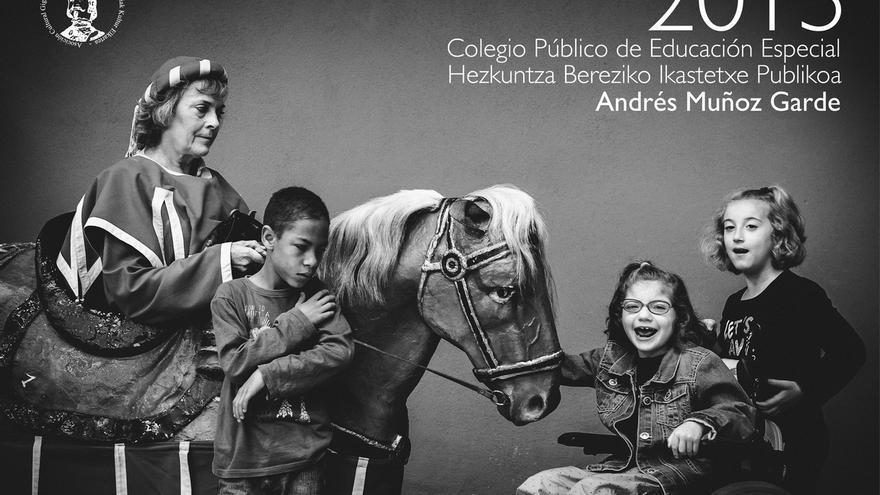 El centro de educación especial Muñoz Garde edita un calendario con la Comparsa de Gigantes de Pamplona