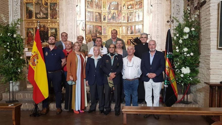 Sin mascarilla y sin distancia de seguridad, dos concejales de Toledo participan en un acto homenaje a la Legión junto a otras 12 personas