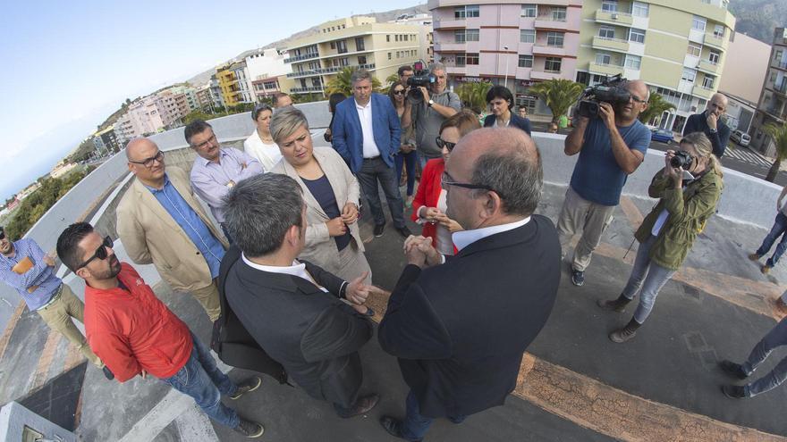 Foto de archivo de la visita de Fernando Clavijo, Noelia García, Nieves Lady Barreto  y Aselmo Pestana, entre otra autoridades, al Parque Cultural Islas Canarias el pasado mes de mayo.