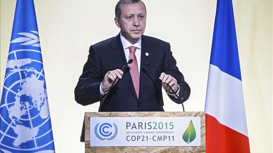 Erdogan promete dimitir si se demuestra que Turquía compra petróleo a Dáesh