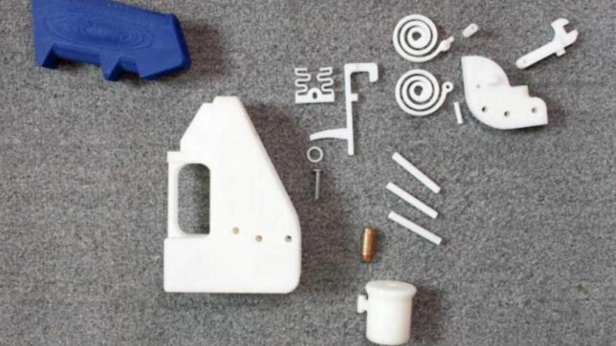 El arma consta de 16 piezas, 15 de ellas de plástico ABS.
