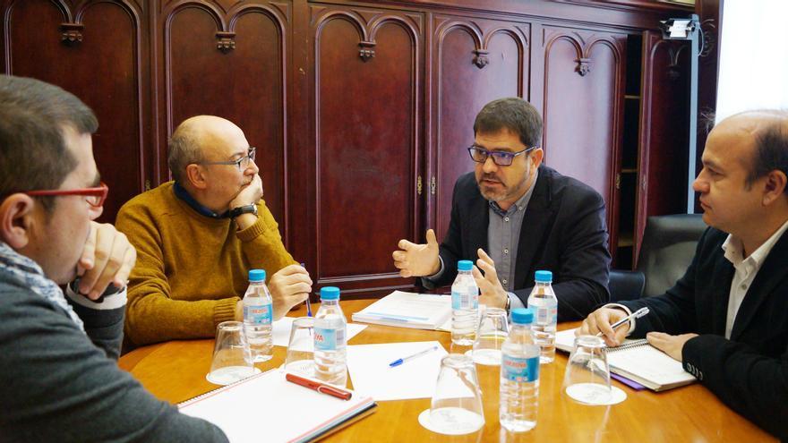 El conseller de Cooperación, Manuel Alcaraz, junto al diputado provincial Emili Altur