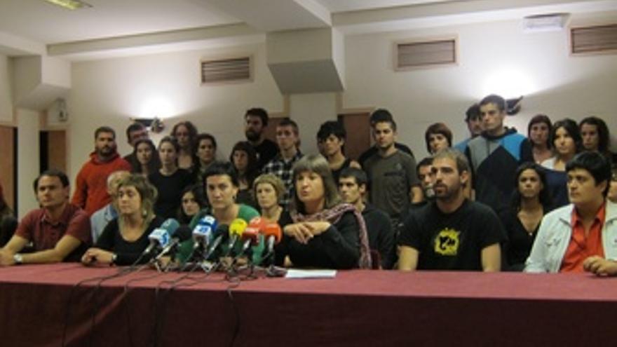 Maribi Ugarteburu Junto A Militantes De La IA.